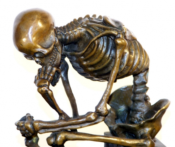 Thinking-skeleton.jpg